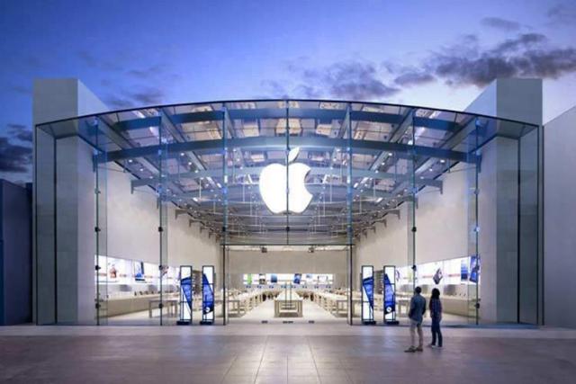 اپل قصد دارد تعداد محدودی از فروشگاههای خود در امریکا را بازگشایی کند
